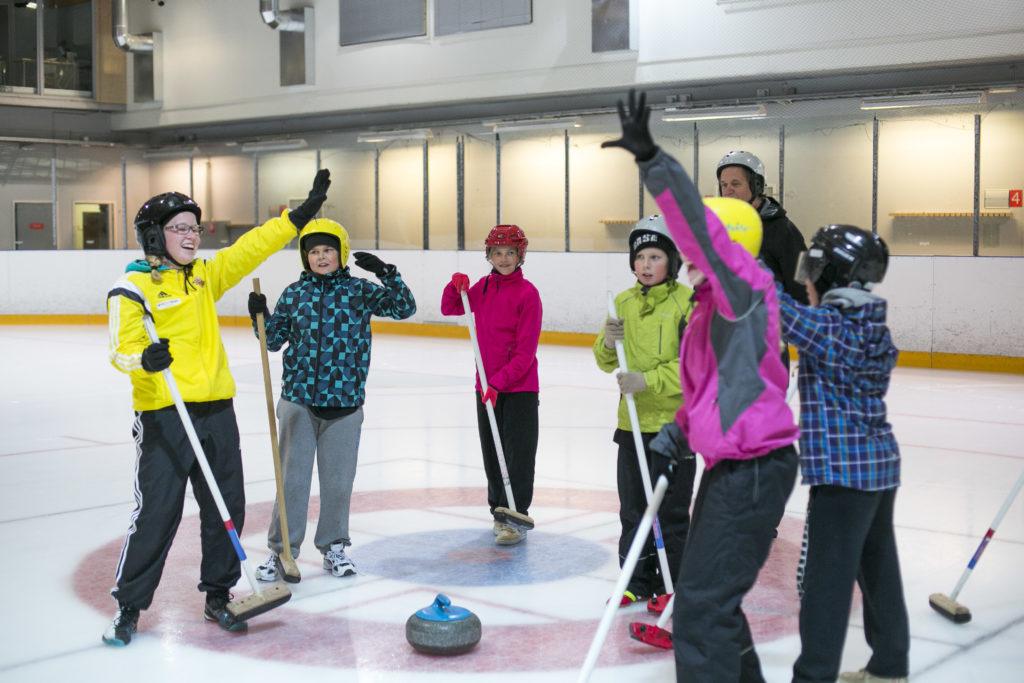Piispalan aktiviteetit curling
